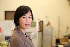 mogen kvinna för affär Fotografering för Bildbyråer