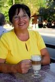 mogen kvinna för kaffe Royaltyfria Foton