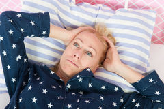 Mogen kvinna med sömnlöshet Royaltyfri Fotografi