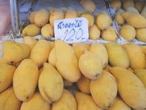 Mogen mango för `-Nam Dok Mai ` på försäljning Royaltyfri Foto