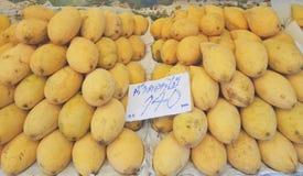 Mogen mango för `-Nam Dok Mai ` på försäljning Royaltyfria Bilder