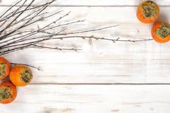 Mogen persimonfrukt med pilris Royaltyfri Foto