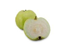 Mogen söt guava på vit Arkivbilder