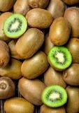 mogen saftig kiwi arkivbild