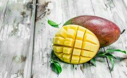 Mogen saftig mango arkivbild