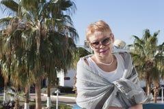 mogen ståendekvinna Fotografering för Bildbyråer