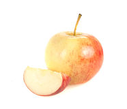 Moget äpple med skivan på en vit bakgrund Royaltyfria Bilder