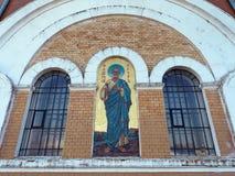 MOGILEV VITRYSSLAND - APRIL 27, 2019: FOREST Village h?rlig kyrka royaltyfria bilder