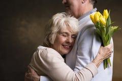 Moglie riconoscente e marito amoroso fotografia stock