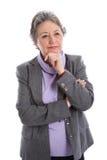 Mogna den fundersamma kvinnan - äldre kvinna som isoleras på den vita backgrouen royaltyfri bild