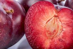 Mogna körsbärsröda plommoner Arkivfoto