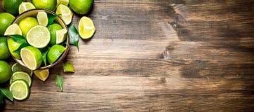 Mogna limefrukter i en bunke Royaltyfria Foton