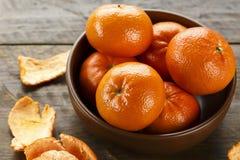 Mogna mandariner i en platta Royaltyfria Foton