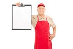 Mogna marknadsförsäljaren som rymmer en skrivplatta Fotografering för Bildbyråer