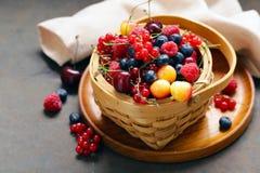 Mogna organiska blandningbär Royaltyfri Fotografi
