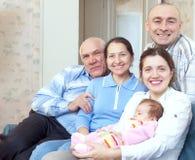 Mogna par med dottern och sondottern Arkivfoto
