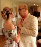 Mogna par på bröllop royaltyfri foto