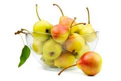Mogna pears på en plätera Arkivfoton