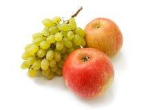 Mogna röda äpplen och druvor Royaltyfria Bilder