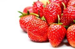 Mogna röda jordgubbar på vit bakgrund Royaltyfri Bild