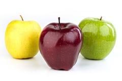 Mogna röda och gula äpplen på vit bakgrund Royaltyfria Foton