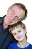 Mognad fader med sonen Arkivbild