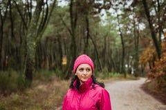Mognad kvinna i skogen Royaltyfria Foton