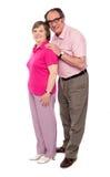 mognade full längdförälskelse för par ståenden Royaltyfria Bilder