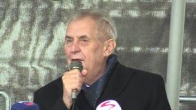 MOHELNICE, ЧЕХИЯ, 9-ОЕ НОЯБРЯ 2017: Президент Milos Zeman чехии навещая Mohelnice, президент акции видеоматериалы