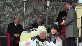 MOHELNICE, ЧЕХИЯ, 9-ОЕ НОЯБРЯ 2017: Президент Milos Zeman чехии посещая Mohelnice, старший видеоматериал