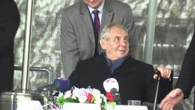 MOHELNICE, RÉPUBLIQUE TCHÈQUE, LE 9 NOVEMBRE 2017 : Président de la République Tchèque Milos Zeman visitant Mohelnice dans banque de vidéos
