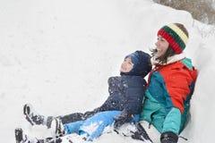 Moher en Zoon in Wintertijd stock afbeeldingen