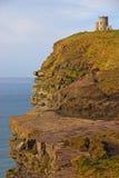 在Moher顶部峭壁的OBriens塔  图库摄影