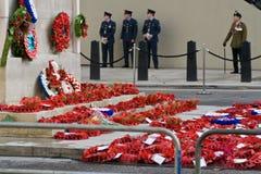 Mohnblume-Anklang auf Tag des Waffenstillstands des I. Weltkrieges, Whitehall, London. Stockbilder