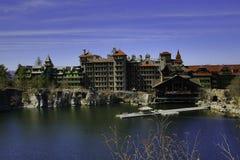 Mohonk sjö och berghus royaltyfri foto