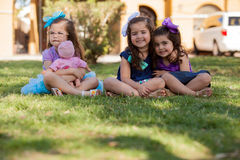Moi, mes amis et ma poupée Image stock