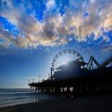 圣诞老人Moica码头在日落的弗累斯大转轮在加利福尼亚 免版税库存照片