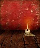 Moignon de bougie sur le fond déprimé rustique Image stock