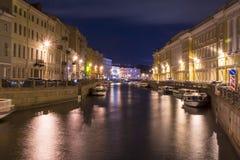 Moika-Damm nachts, St Petersburg, Russland stockbild