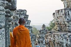 Moine bouddhiste au temple d'Angkor Vat près de Siem Reap Cambodge Photos stock