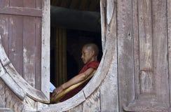 Moine bouddhiste dans Myanmar (Birmanie) Images libres de droits