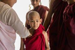 Moine bouddhiste de Myanmar chez Shwezigon Paya, Bagan, Myanmar Photographie stock libre de droits