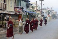 MOINE DE L'ASIE MYANMAR NYAUNGSHWE Image libre de droits