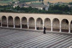 Moine franciscain Walking photo libre de droits