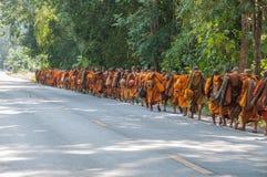 Moine sur le pèlerinage, Thaïlande Images libres de droits