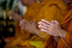 Moines bouddhistes chantant Photo libre de droits