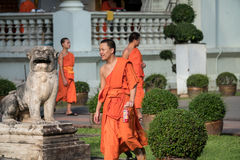 Moines bouddhistes chez Wat Prasing, Chiang Mai, Thaïlande Photos stock