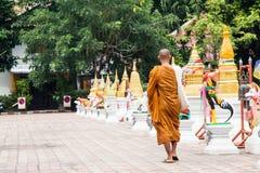 Moines bouddhistes Chiang Mai/Thaïlande rentrés par photo Images stock