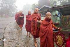 Moines bouddhistes de Myanmar Photographie stock libre de droits