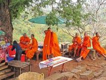 Moines chez Wat Phu, Laos Photographie stock libre de droits